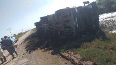 Photo of Chorotis: volcó un camión que trasportaba animales