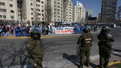 Photo of Chile: reprimieron a trabajadores de la salud en Plaza de la Dignidad