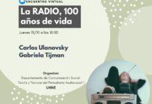 Photo of Carlos Ulanovsky en una charla sobre la Radio