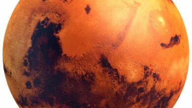 """Photo of """"Martes 13"""" con el planeta rojo en su máximo acercamiento a la Tierra"""