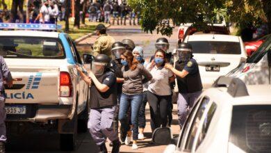 Photo of Siete detenidos, heridos y mujeres violentadas en la represión a la marcha de Barrios de Pie