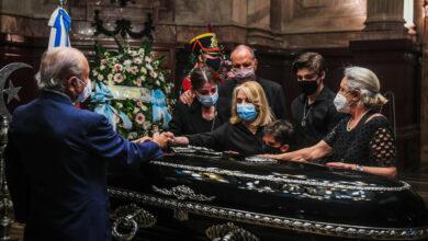 Photo of El adiós a Carlos Menem: es velado en el Congreso y será sepultado en el cementerio islámico de San Justo