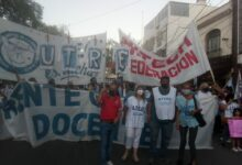 Photo of Multitudinaria marcha docente en rechazo a las políticas salariales