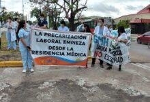 """Photo of """"Los médicos trabajan casi 90 horas  semanales para no cobrar una miseria"""""""