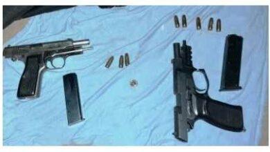 Photo of Los descubrieron vendiendo armas y dispararon contra la policía