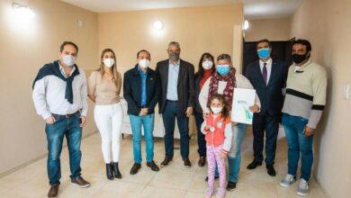 Photo of Se entregaron viviendas a 50 familias de Colonia Elisa